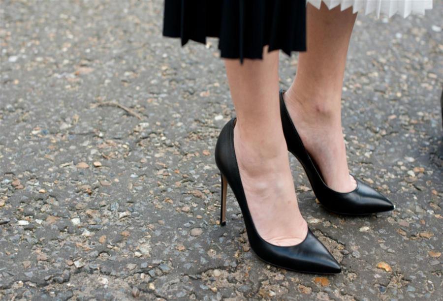 7f3a1aba1 بين السادية وعشق الفن هناك .. أحذية مثيرة للجدل - الجمال.نت