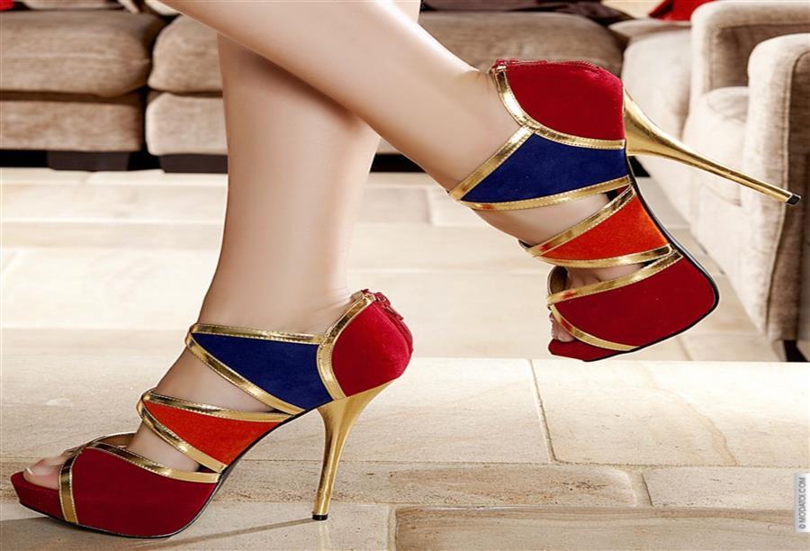 c879fdc222283 سيدتي أي من هذه الأحذية تفضلين .. التي تغطي الكاحل أم التي تتعدى الركبة؟