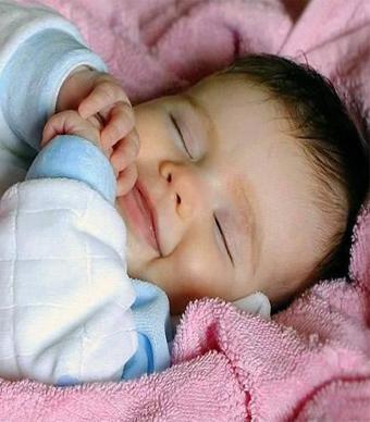 10 نصائح مهمة تساعد على الفطام من السكاتة عند الرضع