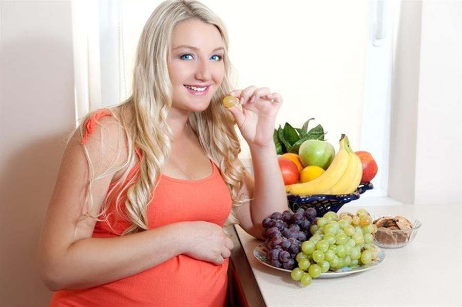 نصائح طبية وغذائية لتفادي متاعب الحمل الشائعة .