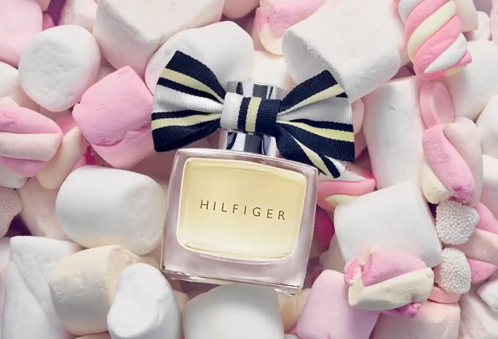 تمتعي بسحر شهي مع عطر Tommy Hilfiger : Hilfiger Woman Candied Charms