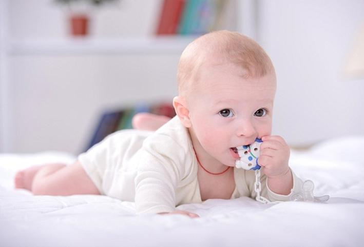 1577a9be7584d مشكلات وحلول سيلان اللعاب عند الأطفال - الجمال.نت