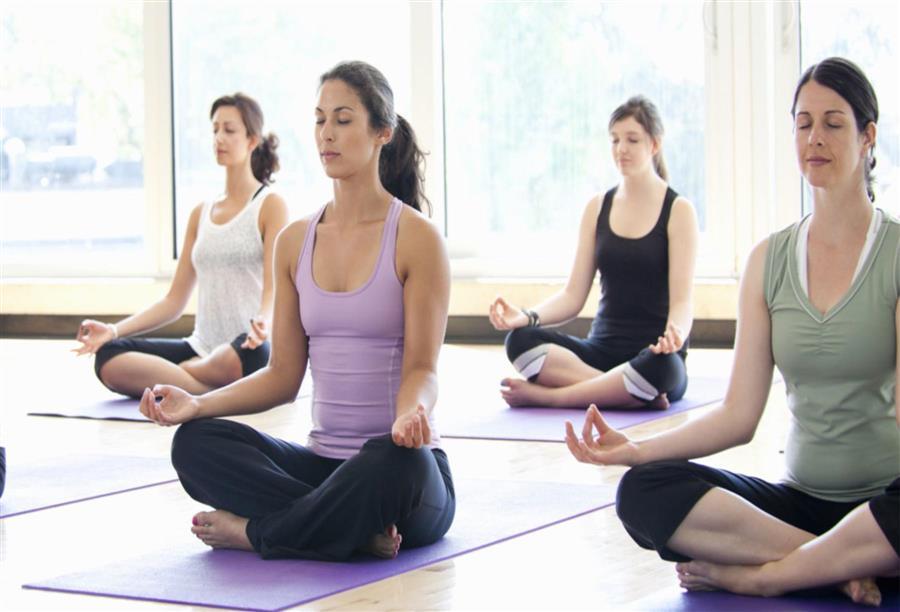 اليوجا رياضة فكرية تقدم فوائد جمة للياقة البدنية الجمال نت